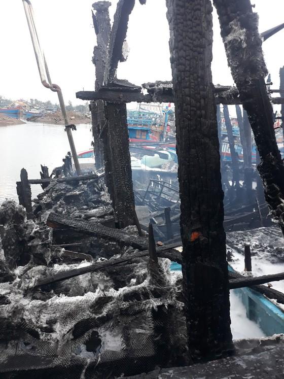 Cháy tàu cá ở Quảng Ngãi, thiệt hại gần 4 tỷ đồng ảnh 2