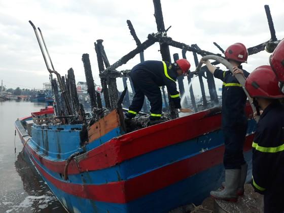 Cháy tàu cá ở Quảng Ngãi, thiệt hại gần 4 tỷ đồng ảnh 1
