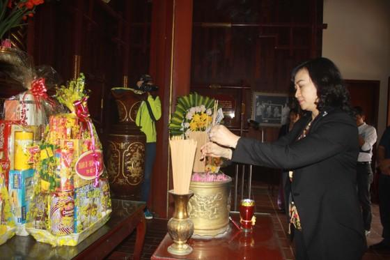 TPHCM trao quà chăm lo tết cho người dân Quảng Nam, Quảng Ngãi ảnh 5