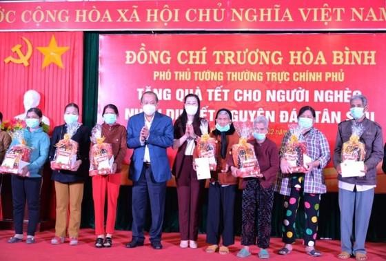 Phó Thủ tướng thường trực Trương Hòa Bình thăm và tặng quà tết tại Quảng Ngãi ảnh 2