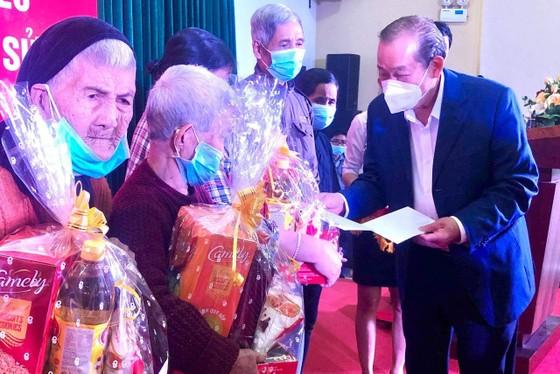 Phó Thủ tướng thường trực Trương Hòa Bình thăm và tặng quà tết tại Quảng Ngãi ảnh 1