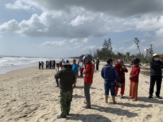 Quảng Ngãi: Hai người bị đuối nước mất tích ở biển Mỹ Khê ảnh 1
