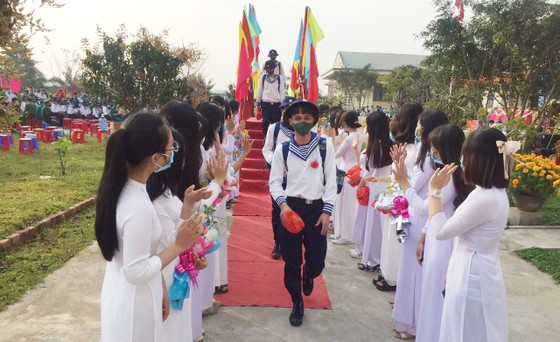Hàng chục ngàn thanh niên miền Trung lên đường nhập ngũ ảnh 1
