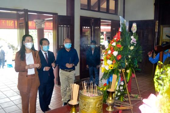 Dâng hương kỷ niệm 115 năm ngày sinh cố Thủ tướng Phạm Văn Đồng ảnh 1