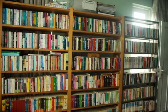 Chàng trai xây dựng thư viện miễn phí với 14.000 cuốn sách cho học sinh  ảnh 1