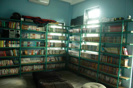 Chàng trai xây dựng thư viện miễn phí với 14.000 cuốn sách cho học sinh  ảnh 4