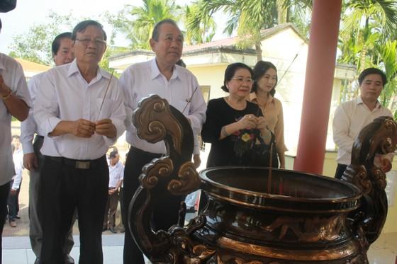 Phó Thủ tướng Trương Hòa Bình thăm Trung tâm Nuôi dạy trẻ khuyết tật Võ Hồng Sơn và dâng hương Địa đạo Hiệp Phổ Nam ảnh 3
