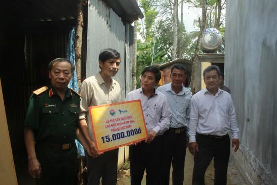 Hội Hỗ trợ khắc phục hậu quả bom mìn Việt Nam trao hỗ trợ sinh kế cho nhân dân Quảng Ngãi ảnh 4