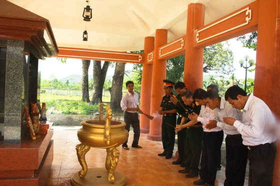 Hội Hỗ trợ khắc phục hậu quả bom mìn Việt Nam trao hỗ trợ sinh kế cho nhân dân Quảng Ngãi ảnh 8