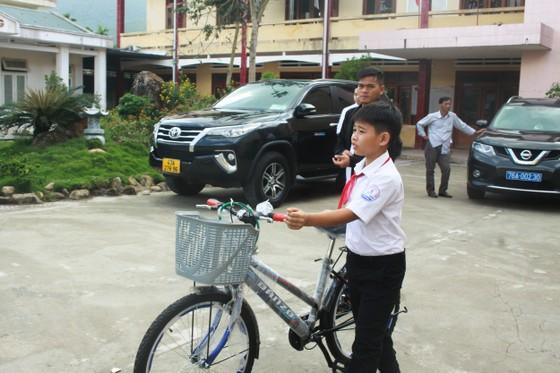 Hội Hỗ trợ khắc phục hậu quả bom mìn Việt Nam trao hỗ trợ sinh kế cho nhân dân Quảng Ngãi ảnh 6