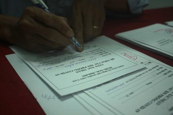 50 người đầu tiên tiêm vaccine Covid-19 ở Quảng Ngãi ảnh 12