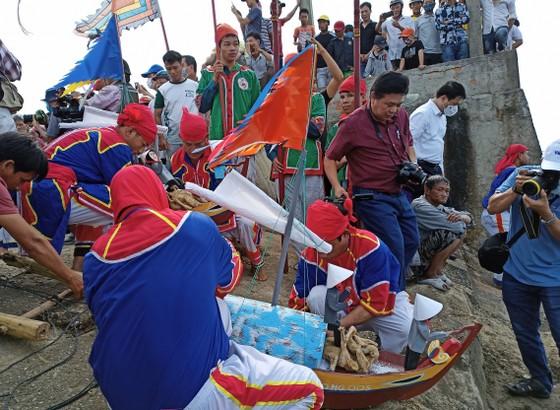 Lễ hội đua thuyền tứ linh Lý Sơn được công nhận là di sản văn hóa phi vật thể quốc gia ảnh 13