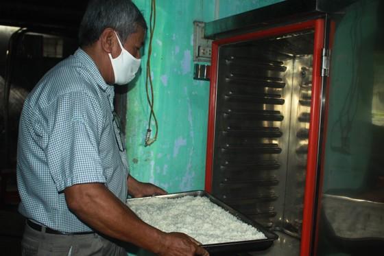 Nấu cơm và hỗ trợ thực phẩm cho người dân yên tâm cách ly phòng chống Covid-19 ảnh 4
