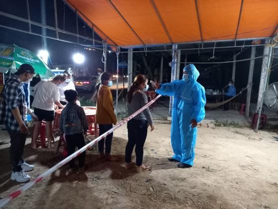 Xuyên ngày đêm ở chốt kiểm tra y tế phòng Covid-19 tại cửa ngõ tỉnh Quảng Ngãi ảnh 12