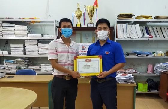 Khen thưởng giáo viên Tổng phụ trách Đội dũng cảm cứu người đuối nước ảnh 1