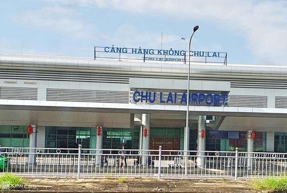 Quảng Ngãi khẩn trương cử lực lượng kiểm soát dịch Covid-19 tại sân bay Chu Lai ảnh 1