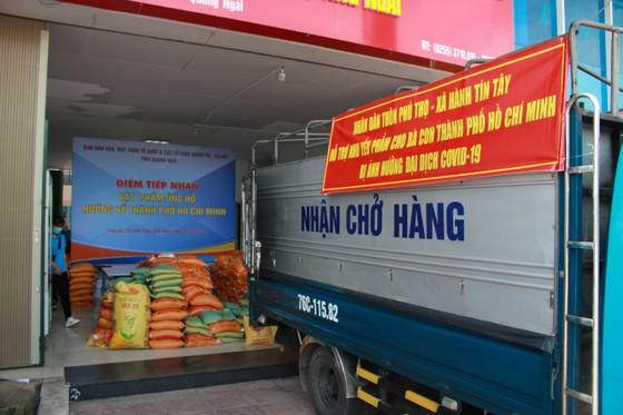 Quảng Ngãi gửi 1.000 suất quà quê hỗ trợ người dân TPHCM ảnh 1