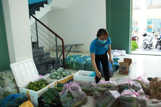 Quảng Ngãi gửi 1.000 suất quà quê hỗ trợ người dân TPHCM ảnh 3