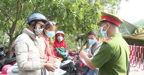 Quảng Ngãi: Cảnh báo nguy cơ dịch Covid-19 khi người dân từ miền Nam tự về bằng xe cá nhân ảnh 1