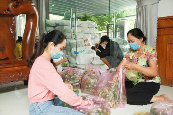 Hai chuyến hàng trị giá 700 triệu đồng của một gia đình ở Quảng Ngãi ủng hộ người dân TPHCM ảnh 3