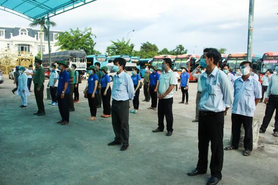 10 xe ô tô khách xuất phát từ Quảng Ngãi vào TPHCM đón người dân về quê ảnh 3