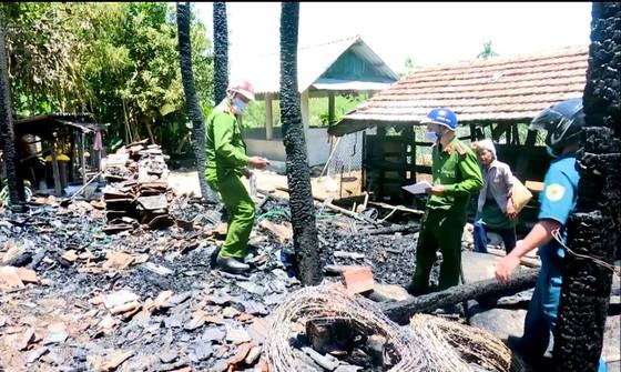 Quảng Ngãi: một nhà sàn bị lửa thiêu rụi, thiệt hại trên 300 triệu đồng ảnh 1