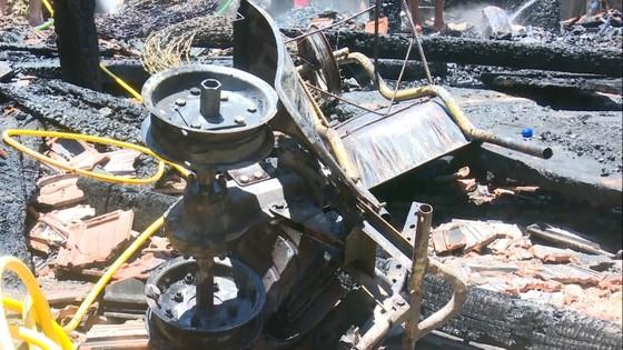 Quảng Ngãi: một nhà sàn bị lửa thiêu rụi, thiệt hại trên 300 triệu đồng ảnh 2
