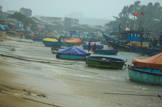 Các tỉnh miền Trung khẩn trương ứng phó bão số 5 đổ bộ  ảnh 2