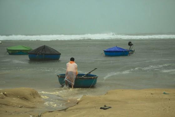 Các tỉnh miền Trung khẩn trương ứng phó bão số 5 đổ bộ  ảnh 5