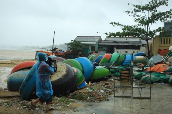 Các tỉnh miền Trung khẩn trương ứng phó bão số 5 đổ bộ  ảnh 7