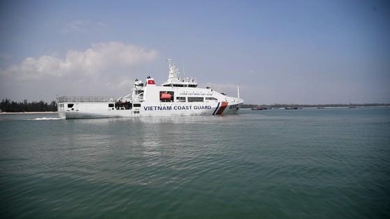 Quảng Ngãi: Cứu hộ tàu cá bị phá nước thả trôi trên biển ảnh 1