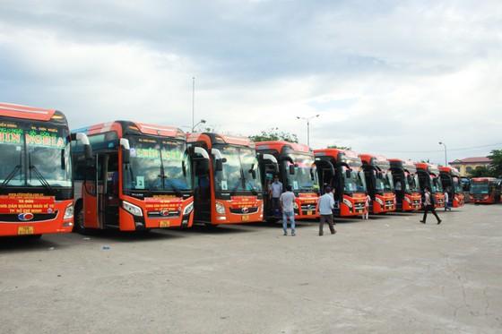 Tỉnh Quảng Ngãi bỏ kinh phí mua vé máy bay đón 200 thai phụ từ TPHCM, Bình Dương và Đồng Nai về quê ảnh 1