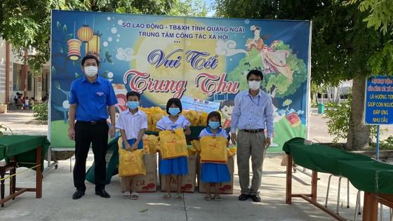 Trao 2.000 phần quà trung thu tới bệnh nhi tại TPHCM ảnh 8