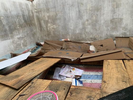 Quảng Ngãi: Lốc xoáy làm nhà dân ven biển bị tốc mái, ngã đổ cây ảnh 3