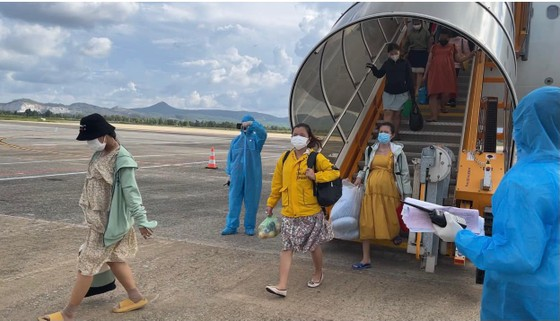 Sóc Trăng, Quảng Ngãi đón người dân từ TPHCM về quê ảnh 6