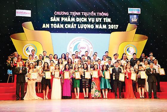 """SCB nhận giải thưởng """"Top 100 sản phẩm  - dịch vụ uy tín, an toàn, chất lượng năm 2017"""" ảnh 2"""