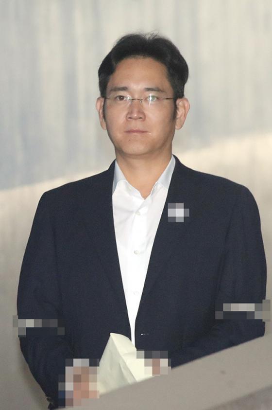 """""""Thái tử Samsung"""" chối tội tại tòa ảnh 1"""