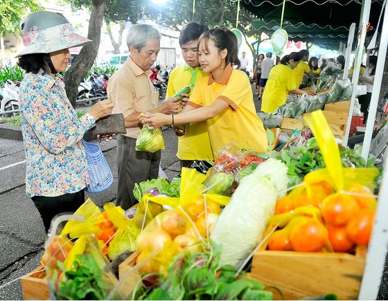 Phiên chợ kết nối cung - cầu nông sản an toàn ảnh 1