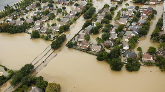 Siêu bão Harvey trút xuống Texas 34.000 tỷ lít nước   ảnh 1