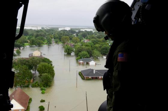 Siêu bão Harvey trút xuống Texas 34.000 tỷ lít nước   ảnh 3
