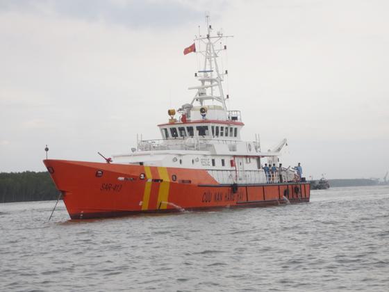 Điều tàu và bác sĩ cứu thủy thủ nước ngoài gặp nạn trên biển ảnh 1