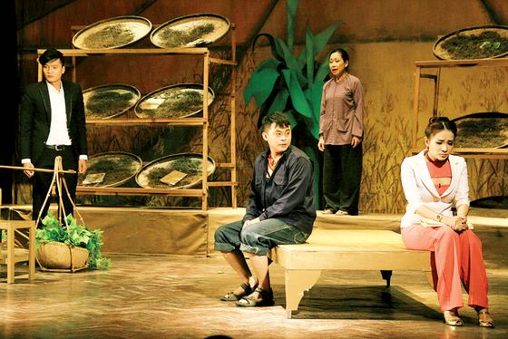 Sân khấu kịch TPHCM: Chông chênh tồn tại ảnh 1