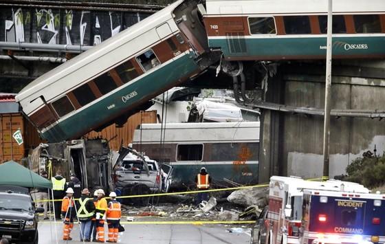 Tàu lửa cao tốc Amtrak mới khai trương đã trật bánh ở Mỹ ảnh 1