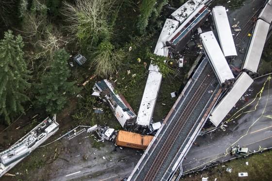 Tàu lửa cao tốc Amtrak mới khai trương đã trật bánh ở Mỹ ảnh 4
