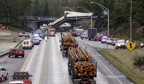 Tàu lửa cao tốc Amtrak mới khai trương đã trật bánh ở Mỹ ảnh 3