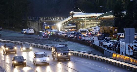 Tàu lửa cao tốc Amtrak mới khai trương đã trật bánh ở Mỹ ảnh 5