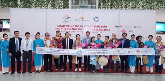 """Nhiều đoàn khách quốc tế """"xông đất"""" du lịch Việt Nam ngày đầu năm 2018 ảnh 4"""