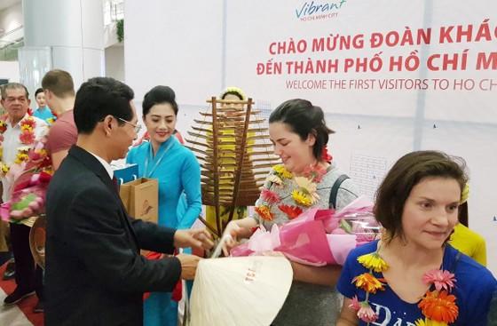 """Nhiều đoàn khách quốc tế """"xông đất"""" du lịch Việt Nam ngày đầu năm 2018 ảnh 5"""