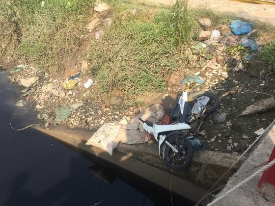 Vụ người nhái lặn tìm người nghi rớt sông: Chủ xe máy trình diện ảnh 2