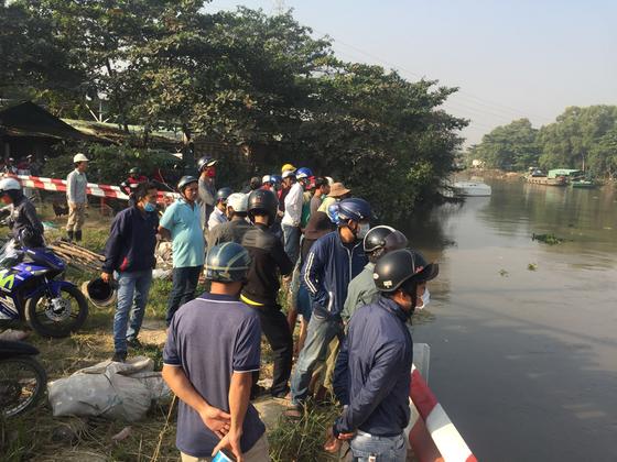 Vụ người nhái lặn tìm người nghi rớt sông: Chủ xe máy trình diện ảnh 3